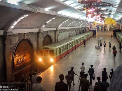 Bên trong hệ thống tàu điện ngầm ở Bình Nhưỡng