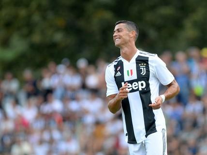"""Juventus """"thua đơn, thiệt kép"""" sau cú sốc Champions League"""