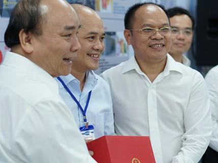 Thủ tướng Nguyễn Xuân Phúc thăm Nhà máy Tanifood