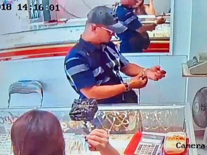 Chủ tiệm vàng trình báo bị khách dùng độc chiêu, lừa lấy vàng