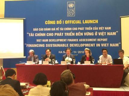 """""""Cạnh tranh thu hút FDI bằng ưu đãi thuế sẽ đưa kinh tế Việt Nam xuống đáy"""""""