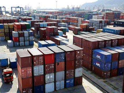 """""""Đấu"""" thương mại với Mỹ, Trung Quốc có thể mất 700.000 việc làm"""
