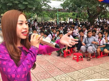 Nghệ sĩ Bình Tinh dốc sức đưa sân khấu vào trường học