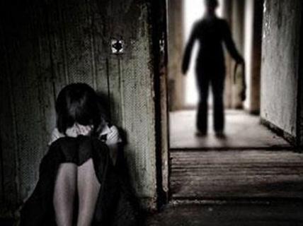 Bắt 2 người đàn ông 44 tuổi xâm hại tình dục nữ sinh 14 tuổi