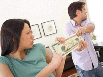 """""""Tuyệt chiêu"""" để chồng tự giác đưa tiền cho vợ"""
