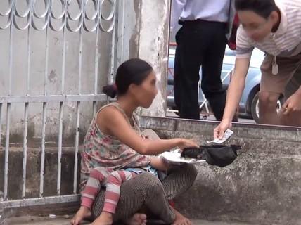 Phạt cha mẹ 10-15 triệu đồng nếu ép buộc trẻ em đi ăn xin
