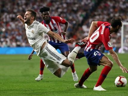 """""""Người nhện"""" Courtois toả sáng, Real Madrid thoát hiểm trận derby"""