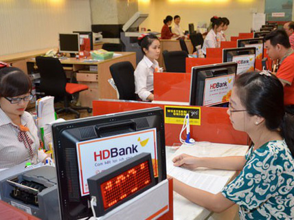 Nhiều ngân hàng lãi lớn