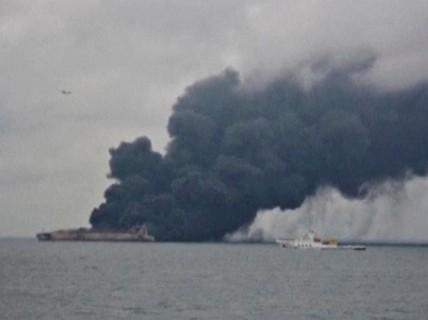 Tàu chở dầu Iran chìm sau 1 tuần cháy trên biển Hoa Đông