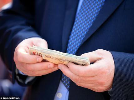 """1% người giàu nhất """"nắm 82% tài sản thế giới"""""""