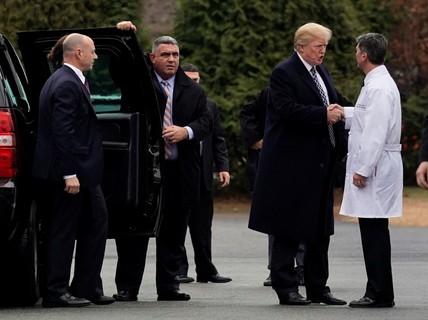 """Bác sĩ Nhà Trắng nói sức khỏe ông Trump """"tuyệt vời"""""""