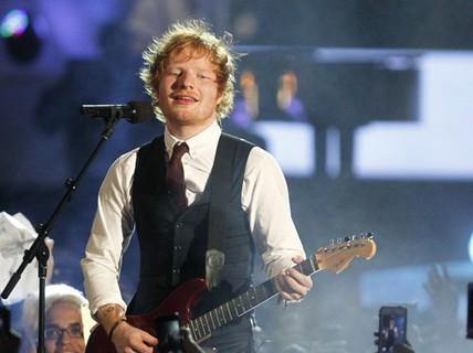 """""""Hoàng tử tình ca"""" Ed Sheeran kiếm hơn 3 tỉ đồng/ngày"""