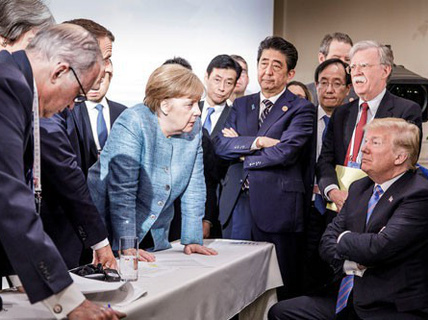 """Thông điệp năm mới: Bà Merkel """"trách"""" Tổng thống Trump"""