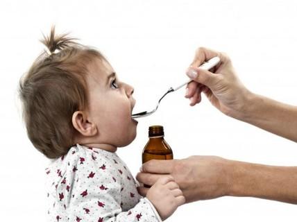 Những sai lầm cha mẹ thường mắc phải khi cho trẻ dùng thuốc