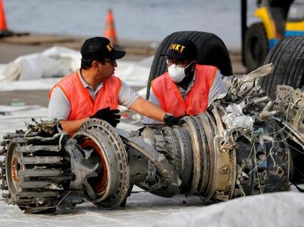 Tìm thấy hộp đen máy bay Indonesia lao xuống biển hồi tháng 10-2018