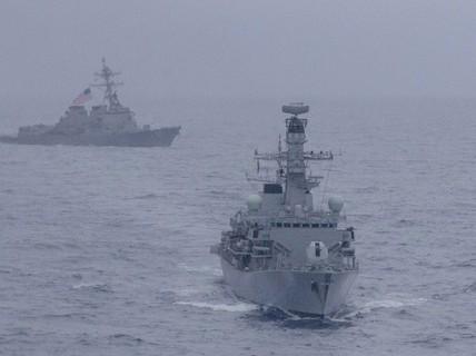 Mỹ và Anh lần đầu tiên tập trận chung ở biển Đông