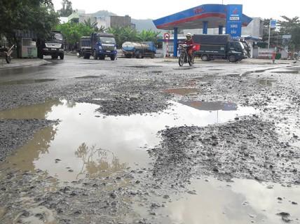 Đà Nẵng: Người dân chặn xe tải chở đất, đá để phản đối ô nhiễm