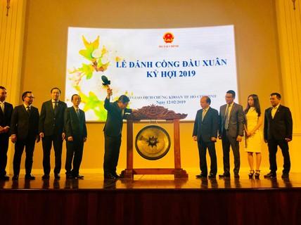 Chủ tịch UBND TP HCM Nguyễn Thành Phong đánh cồng khai xuân HOSE