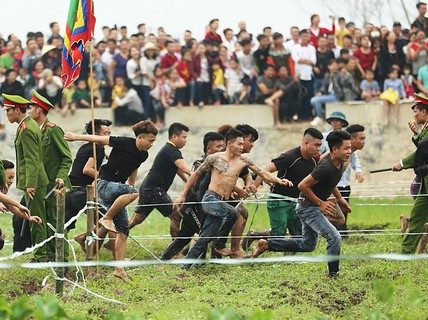 """Lễ hội cướp phết Hiền Quan 2019 """"vỡ trận"""" vì hỗn loạn"""
