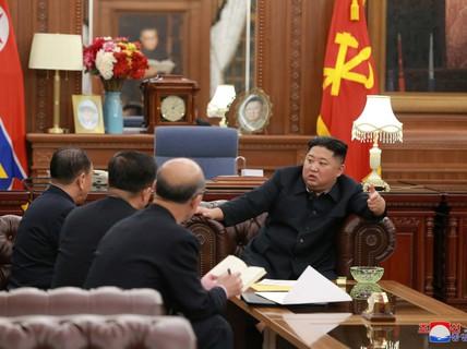 """Triều Tiên """"buộc chặt dây giày để tăng tốc"""""""