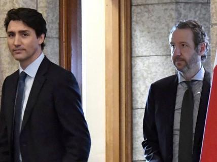 Bạn thân từ chức để bảo vệ thủ tướng Canada giữa bão chính trị?