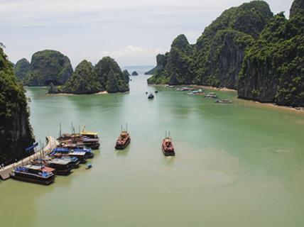 [Phóng sự ảnh] - Việt Nam - Điểm đến của hòa bình và thân thiện