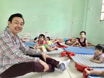 """Nghệ sĩ Chí Tài: """" Chia sẻ lộc đời, tiếng cười làm tôi trẻ"""""""