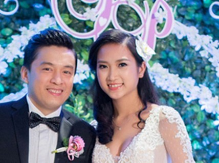 """Cưới vợ trẻ, sao Việt chia sẻ bí quyết giữ """"cơm lành, canh ngọt"""""""