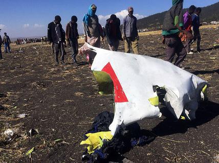 """Rơi máy bay ở Ethiopia: Điều tra lực tác động bất thường, Boeing 737 Max 8 bị nhiều nước """"soi"""""""