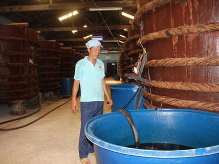 """""""Áp quy chuẩn nước mắm công nghiệp cho nước mắm truyền thống là rất dở""""!"""