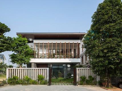 Ngôi nhà Việt Trì hứng nắng xuyên suốt 40 m