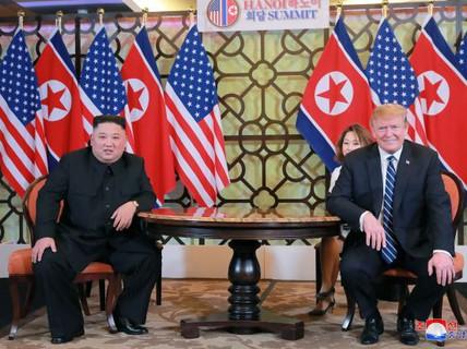 """Ông Donald Trump """"đề nghị ông Kim Jong-un chuyển giao vũ khí hạt nhân"""""""