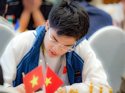 """Nguyễn Anh Khôi giành """"cú đúp"""" vàng cờ vua trẻ châu Á"""