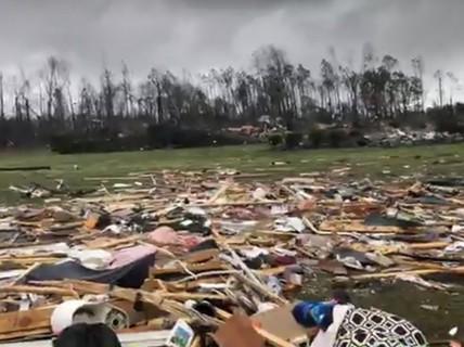 Mỹ: Lốc xoáy càn quét, số người chết không ngừng tăng