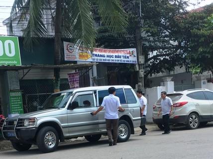 """""""Chủ nhân"""" xe biển xanh đi tiệc cưới con chủ nhiệm UBKT Quảng Bình nói gì?"""