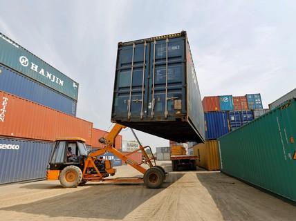 Mỹ chuyển mục tiêu đối đầu thương mại