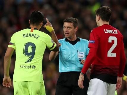 """Trọng tài Rocchi có thiên vị Barcelona, """"triệt"""" Man United?"""