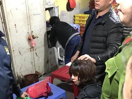 Gã đàn ông dùng súng tấn công chồng, uy hiếp vợ ở Hà Nội