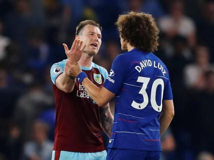 HLV Sarri bị đuổi, Chelsea vuột chiến thắng trước Burnley