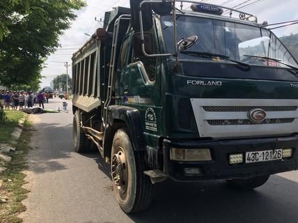 Đà Nẵng: Va chạm với xe tải, một sinh viên chết thảm