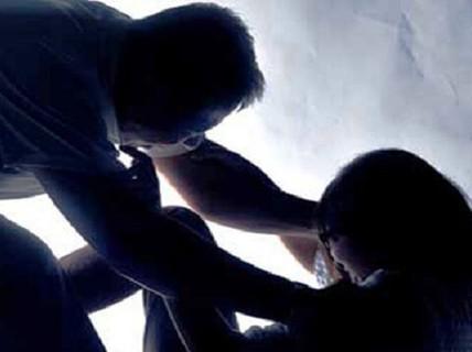 Khởi tố đối tượng dâm ô em gái 14 tuổi