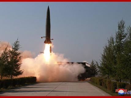 """""""Dấu ấn Nga"""" trong các tên lửa mới phóng của Triều Tiên"""