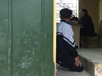 Phạt học sinh quỳ gối: Dạy hay làm nhục?