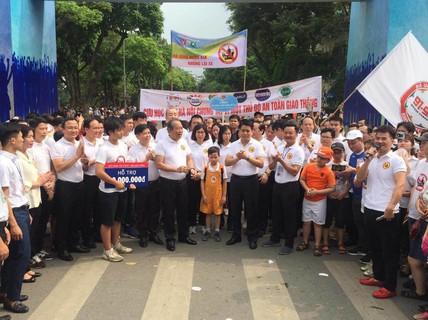 """Phó Thủ tướng cùng hơn 8.000 người đi bộ kêu gọi """"Đã uống rượu bia - Không lái xe"""""""