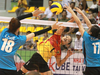 Rượt đuổi thót tim, VTV Bình Điền Long An đoạt vé bán kết