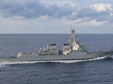 Tàu khu trục Mỹ đến gần bãi cạn do Trung Quốc chiếm đóng ở biển Đông