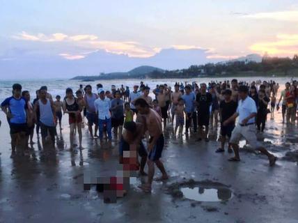 5 học sinh cầu cứu khi tắm biển, nhưng chỉ cứu được 3
