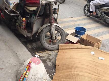 Va chạm, người đàn ông đi xe máy bị xe 3 bánh lật nghiêng đè tử vong
