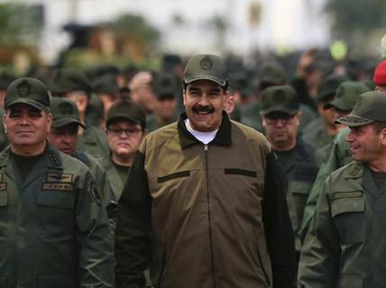 Tổng thống Venezuela yêu cầu quân đội sẵn sàng chiến đấu với Mỹ