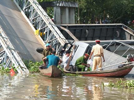 Bộ trưởng GTVT có công điện khẩn sau vụ cầu BOT bị sập